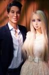 Со манекенот Џастин Џедлика у фазон на Барби и Кен