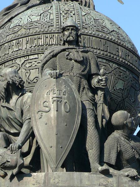 Споменик на Викингот Рурик во Новгород