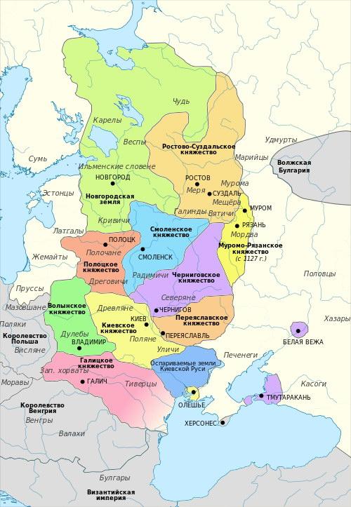 Клик на мапата за зголемено: Кнежевствата, кои ја сочинувале Киевска Рус.