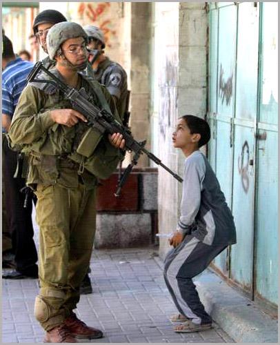 palestinian-boy-israeli-soldier